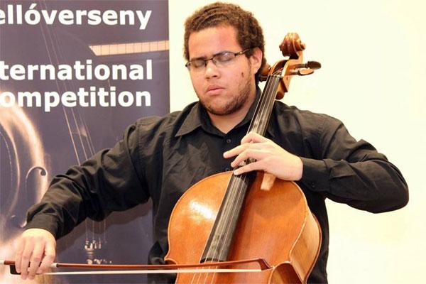 Aluno da Escola de Música vence prêmio na Hungria