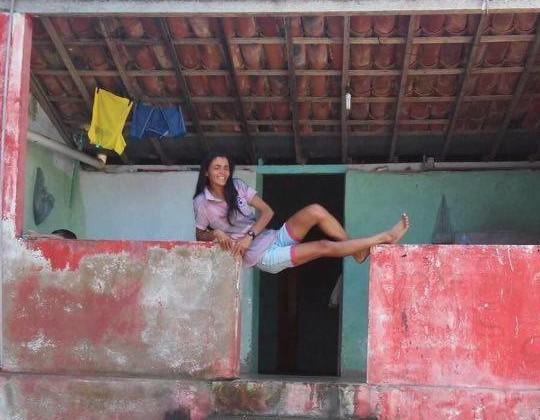 Sabia que Graciane, moça das fotos loucas, também tem canal no You Tube?