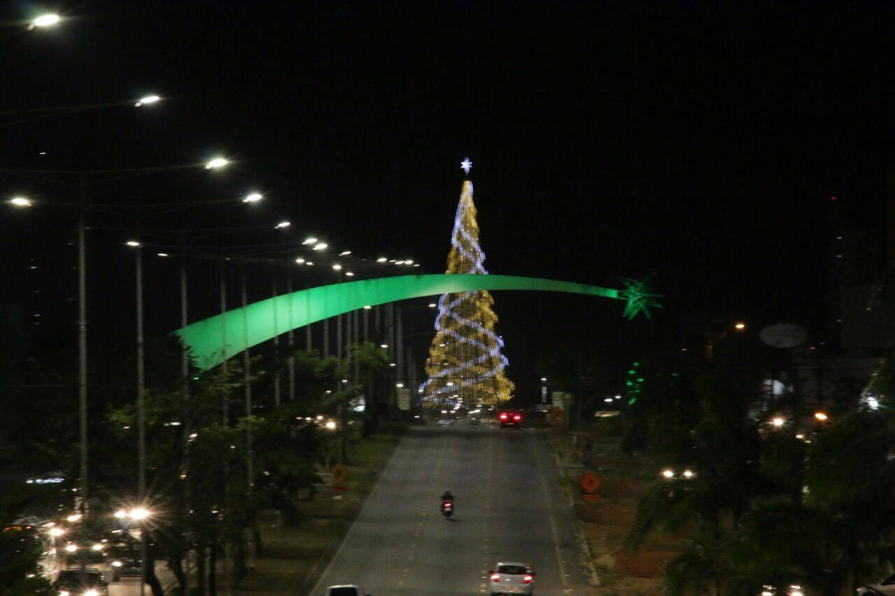 Prédios em Natal ficaram iluminados de verde em homenagem ao Chapecoense