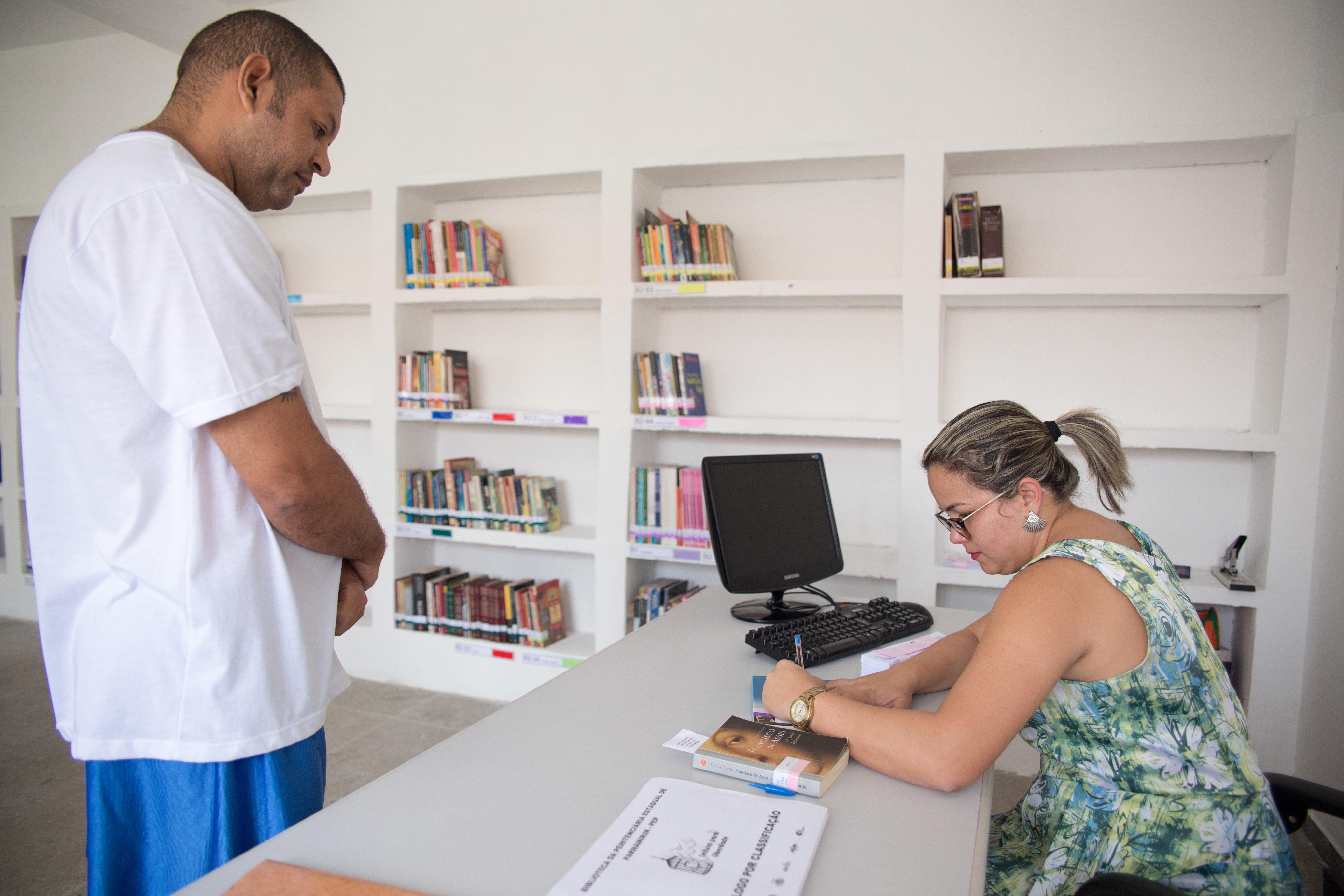 Bibliotecas ajudam apenados no RN a terem direito à ressocialização