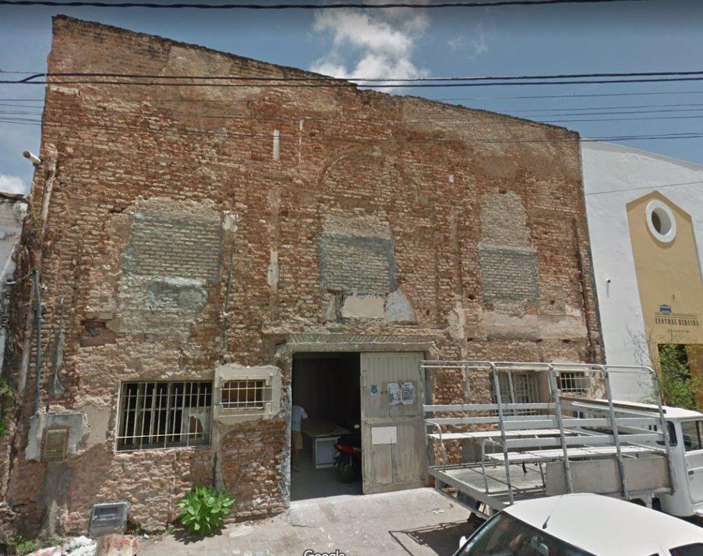 Transformação deste prédio na Rua Chile