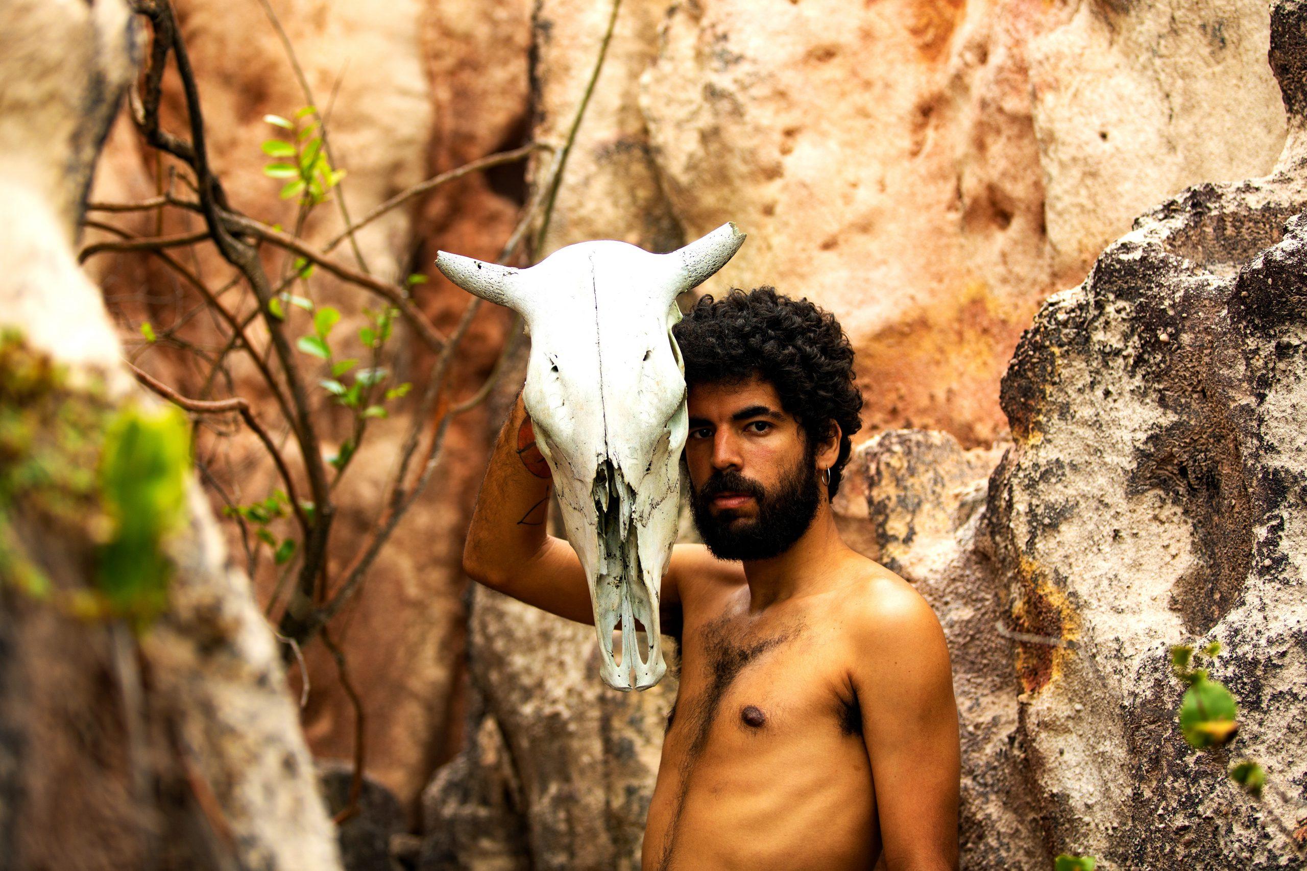 Felipe Nunes lança novo EP para começar abril