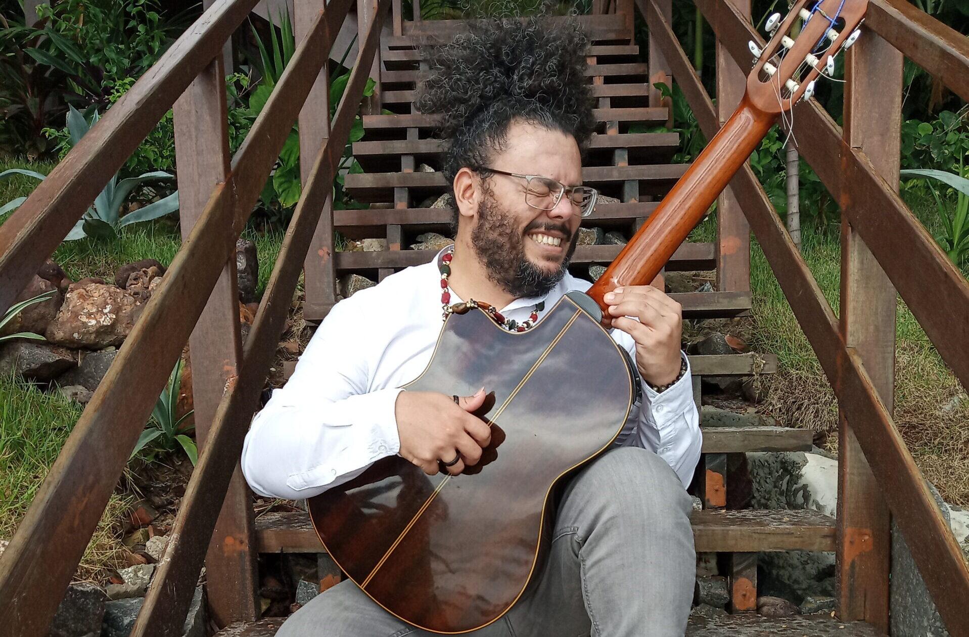 Iury Matias quer ajudar dar um upgrade no violão