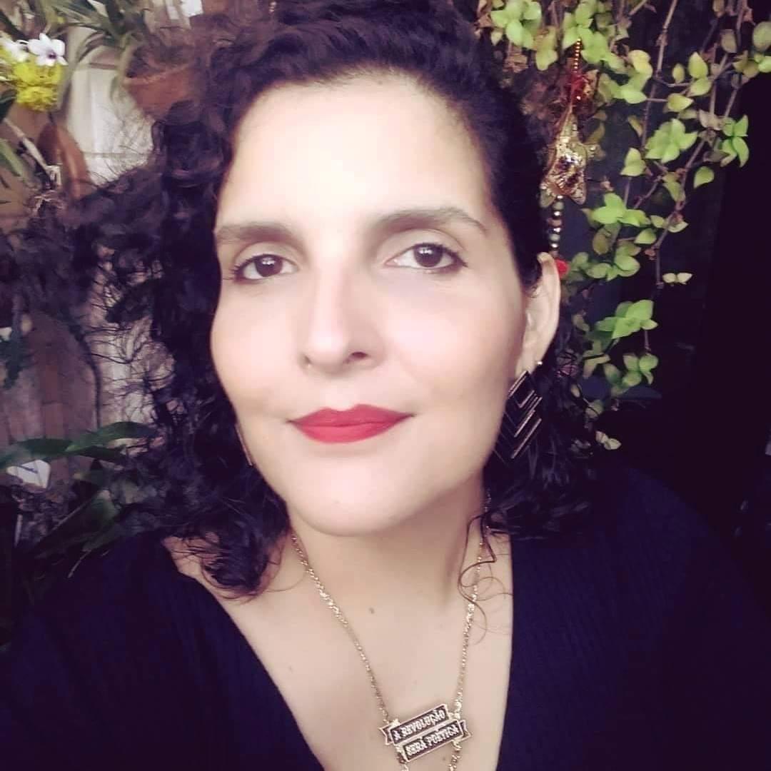 Poeta Marina Rabelo faz livro em homenagem à avó